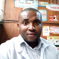 A medical doctor offering physiology and biology lessons for students in southeast